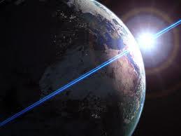 Žemė – Saulės sistemos planeta, trečia pagal nuotolį nuo Saulės – nėra taisyklingo rutulio formos. Žemės figūra yra artima geoidui. […]