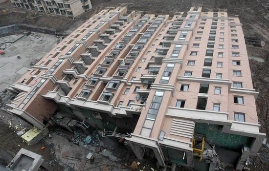2009 metų birželio 6 dieną Šanchajuje (Kinija) sugriuvo (tiksliau, tiesiog nuvirto ant šono) naujai statomas 13 aukštų pastatas. Laimė, žmonės […]