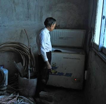 Huangling kaimo Kinijoje gyventojas Tian Xueming ir jo žmona Yang Hongying laikė savo mirusį sūnų šaldytuve. Tian pagal profesiją yra […]