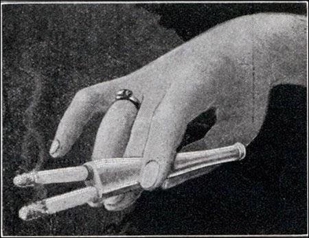 Įrankis skirtas rūkyti 2 cigaretes vienu metu (1932)