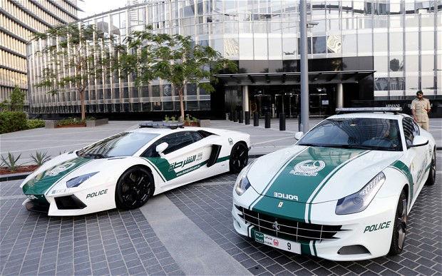 Dubajaus policijos automobiliai
