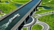 Kalbant apie tiltus, paprastai įsivaizduojame statinį virš vandens, tarpeklio ar kitos nepraeinamos vietos, kuris jungia dvi sausumas, tačiau pasaulyje egzistuoja […]